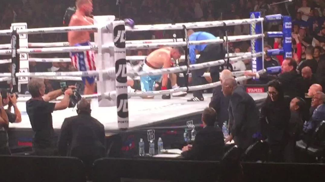 Saunders retains Middle Weight Championship with a knockout